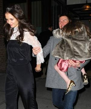 Tom Cruise & Katie Holmes are divorcing! What about Suri?