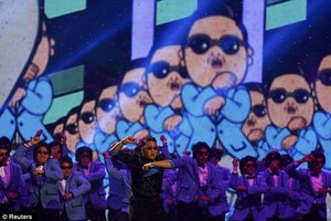 Gangnam Style Wins 'Best Video' Award At The MTV EMAs 2012
