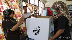 Malaysia's Barisan Nasional wins polls, opposition alleges fraud