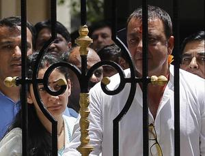 #1993MumbaiBlasts:  Sanjay Dutt Reaches TADA Court to Surrender
